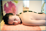 Wellnessanwendungen z. B. Hot Stone Massagen